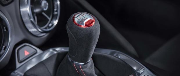 6 cosas que no debes hacer en un auto de transmisión manual